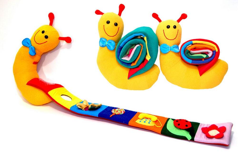 Brinquedo de Pano Caracol de Atividades Carola