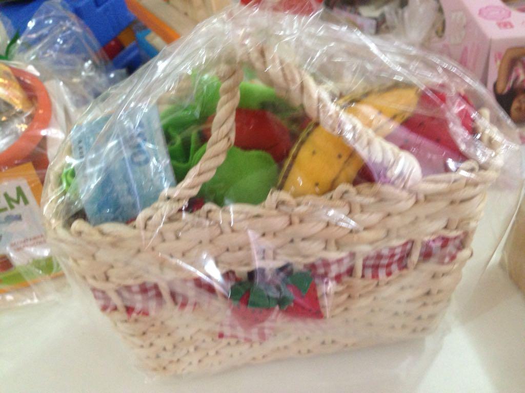 Brinquedo de Tecido Feirinha na Cestinha com Frutas e Legumes em Feltro