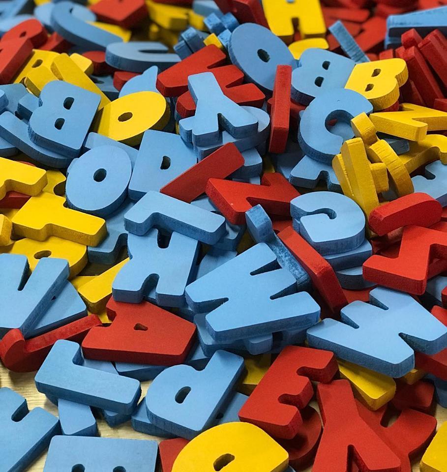 Brinquedo Educativo de Madeira Alfabeto Recortado 104 peças 3,5 cm