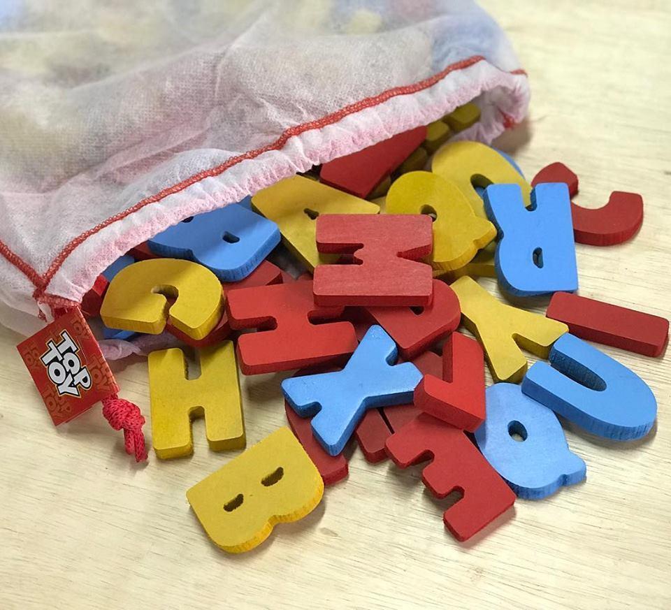 Brinquedo Educativo de Madeira Alfabeto Recortado 104 peças 5,5 cm