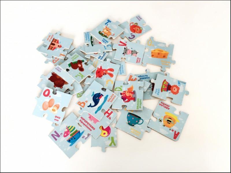 Brinquedo Educativo de Madeira Montando o Alfabeto