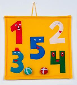 Brinquedo Educativo de Pano Bola ao Alvo com Números
