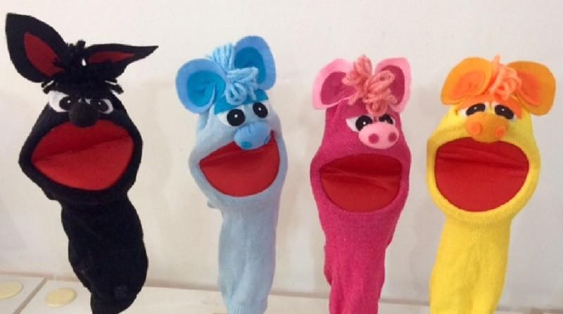 Brinquedo Educativo Kit Fantoches de Meia Os Três Porquinhos