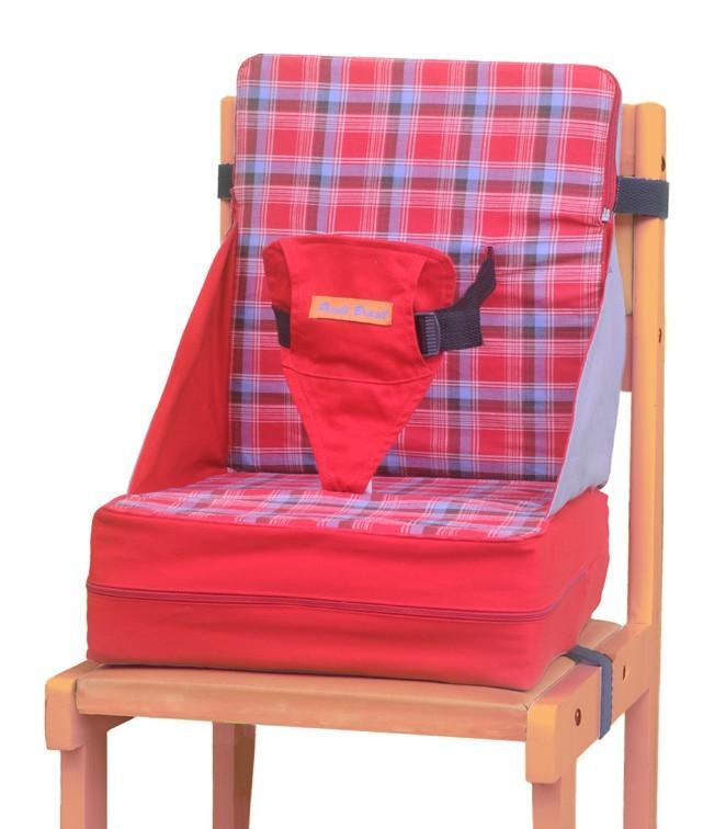 Cadeira portatil para alimentação Baby Up em tecido e lavavel e que vira uma almofada