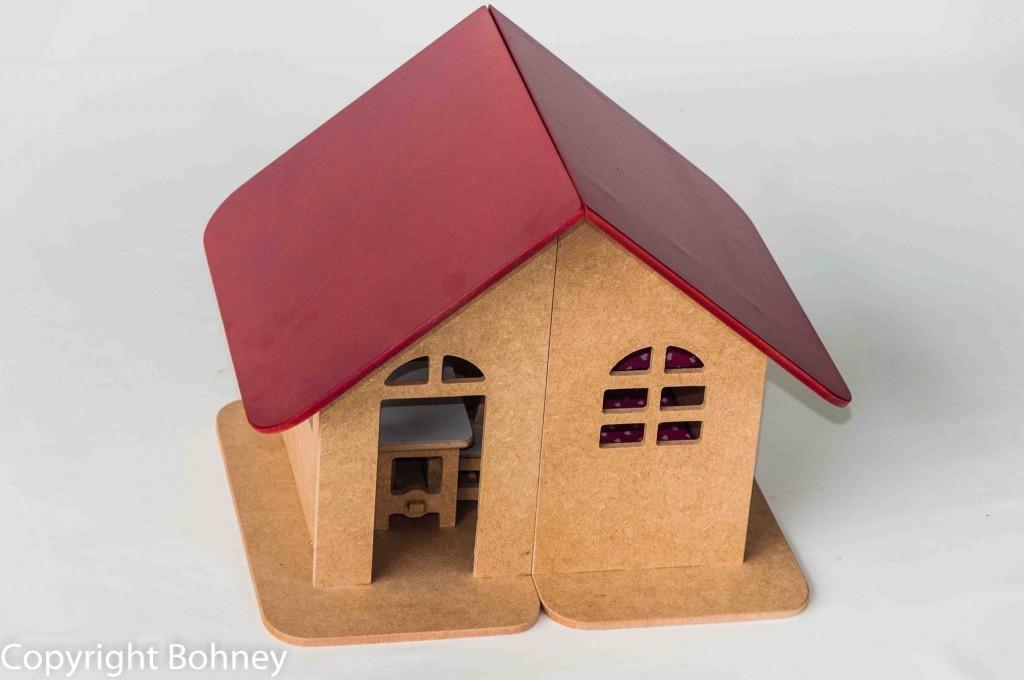 Casinha de Madeira Casa Mirim com móveis