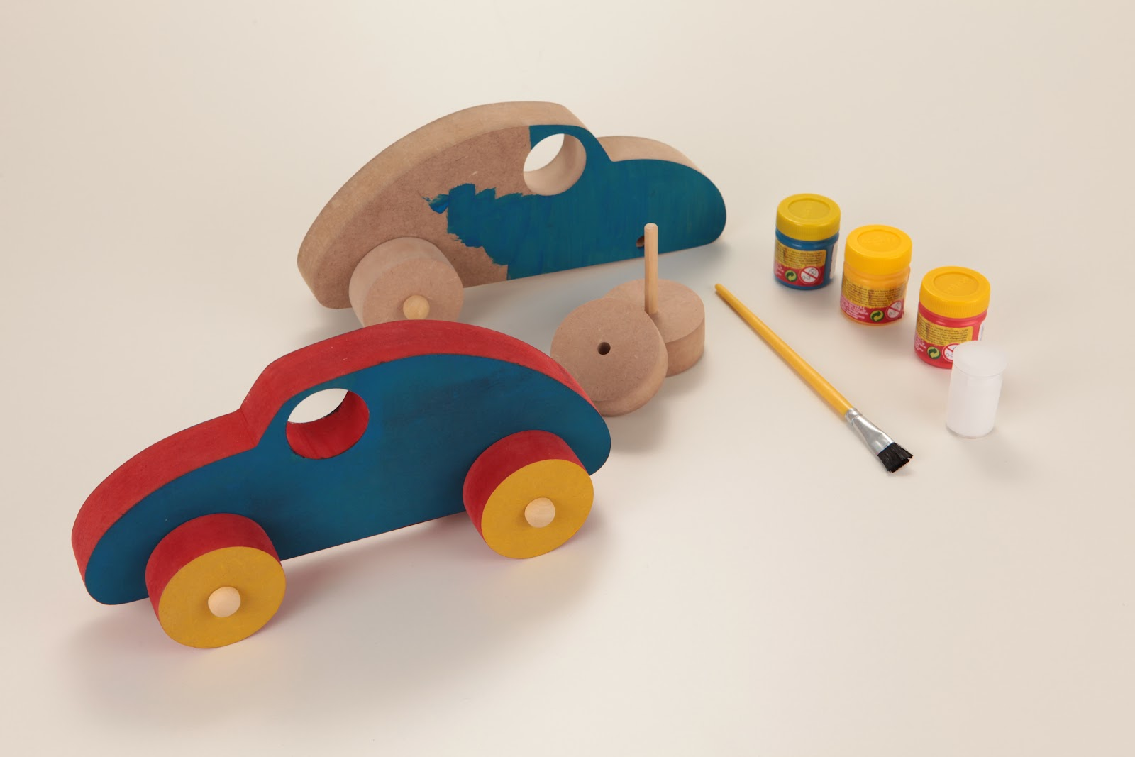 Kit Arte Role Carrinho de madeira para montar pintar e brincar