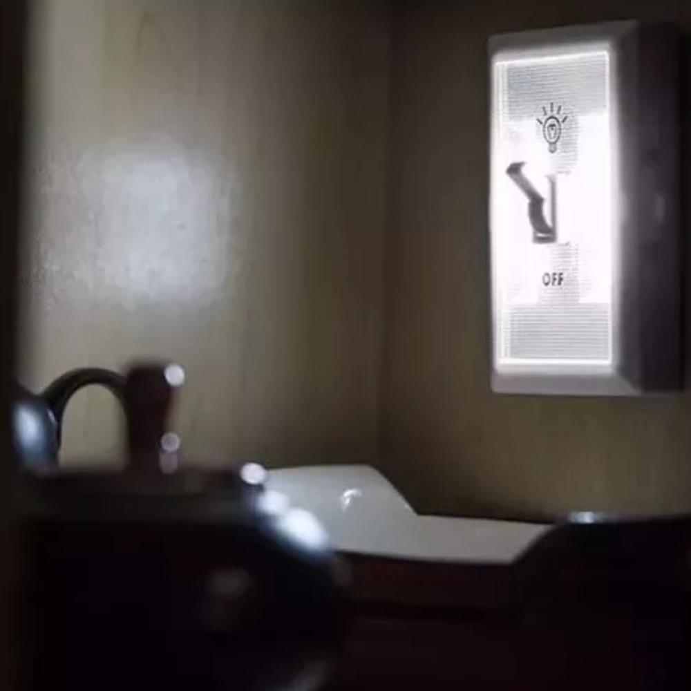 Luminária LED com Interruptor Branca a Pilha  - Casa do Roadie