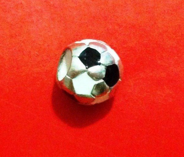 Berloque Bola de Futebol Preto E Branca