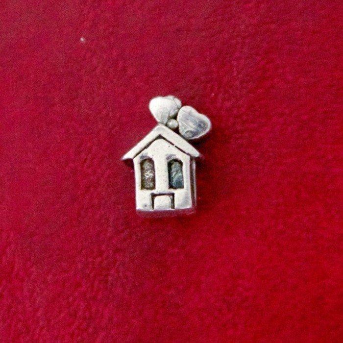 Berloque Casa com Corações No Telhado