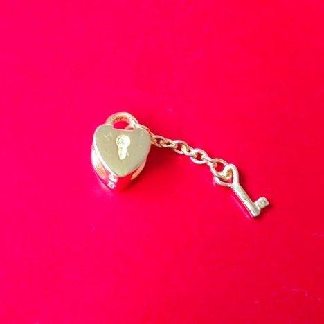 Berloque Coração com Chave Dourado