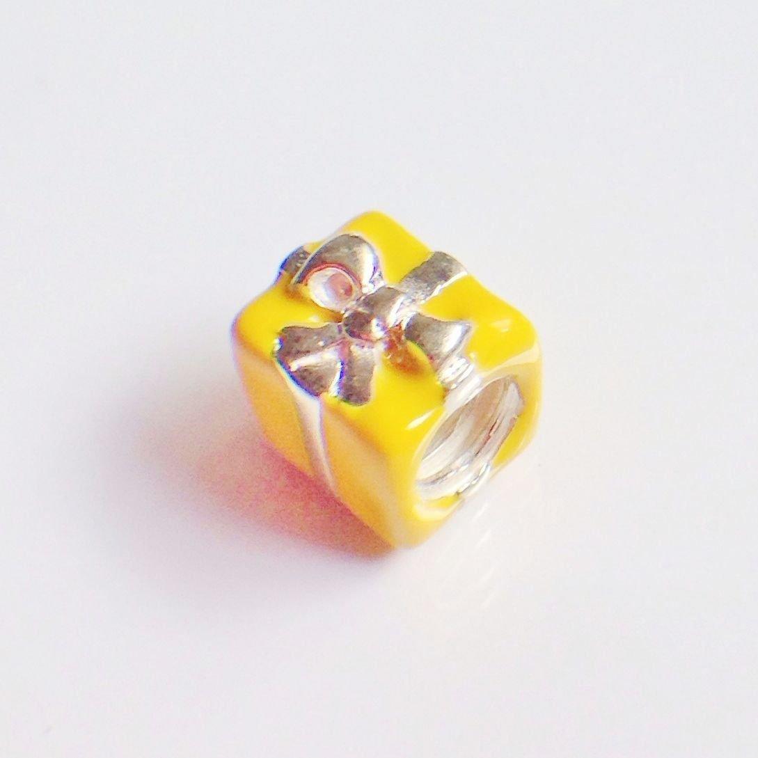Berloque Presente Amarelo