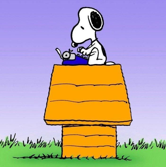 Berloque Snoopy com Máquina de Escrever