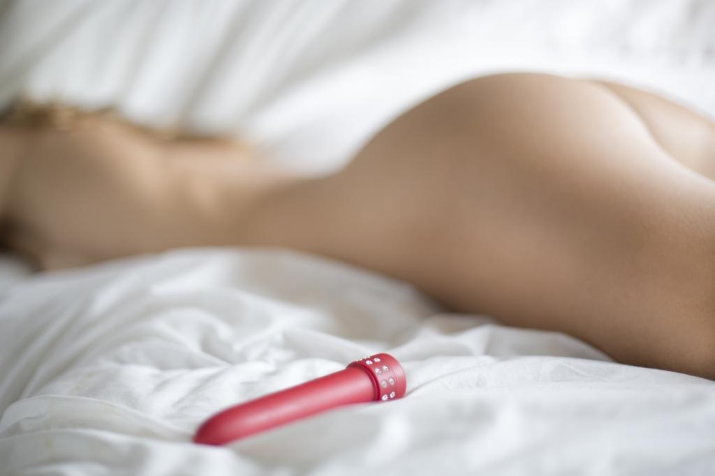 Vibrador Feminino 17,5cm Textura Aveludada Roxo