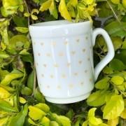 Caneca de porcelana 125ml com mini corações dourados - Cód. OC218