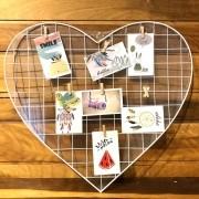 Mural formato coração aramado branco com mini grampos - Cód.134386