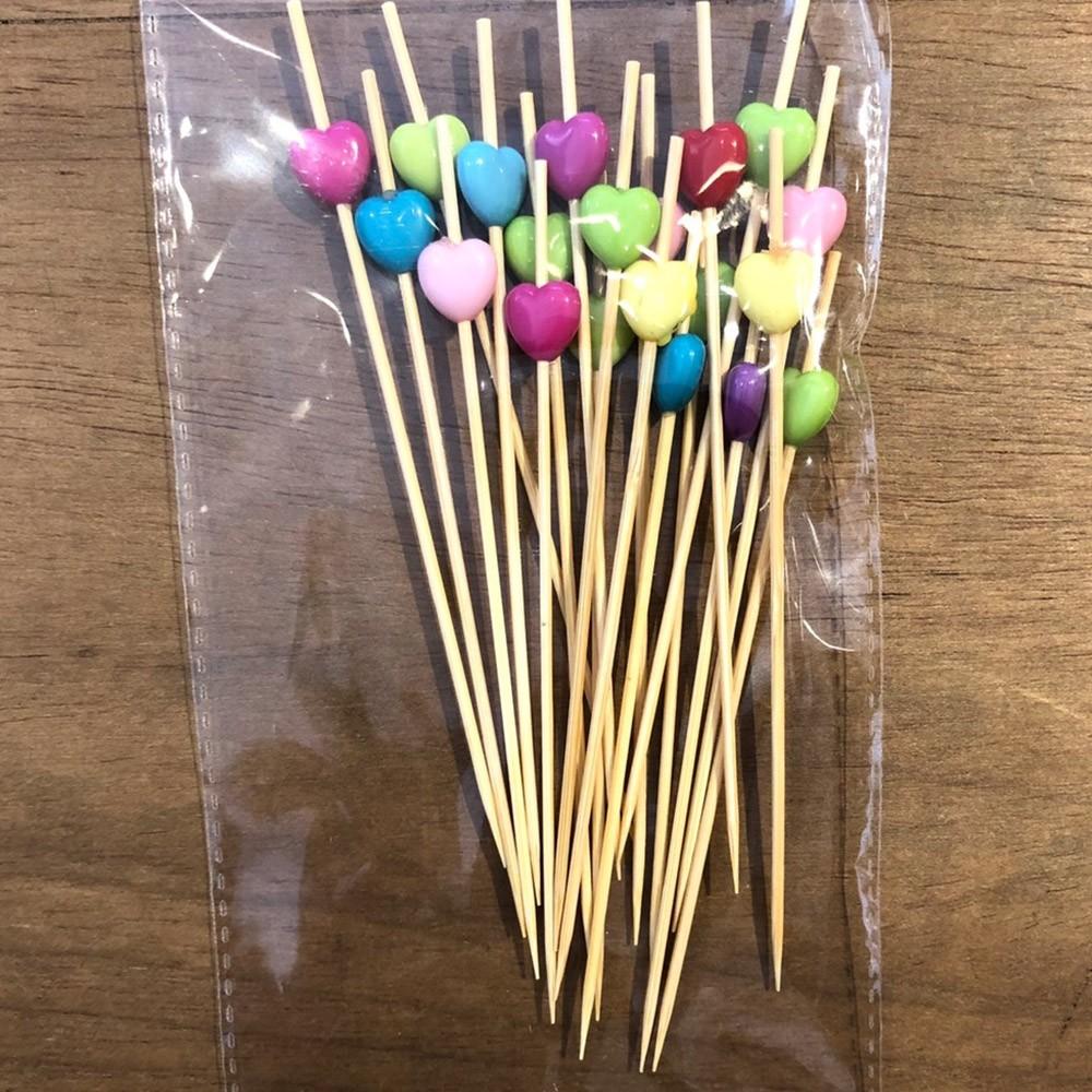 Palito em bambu com corações coloridos 12cm pacote 20und - Cód. HA016