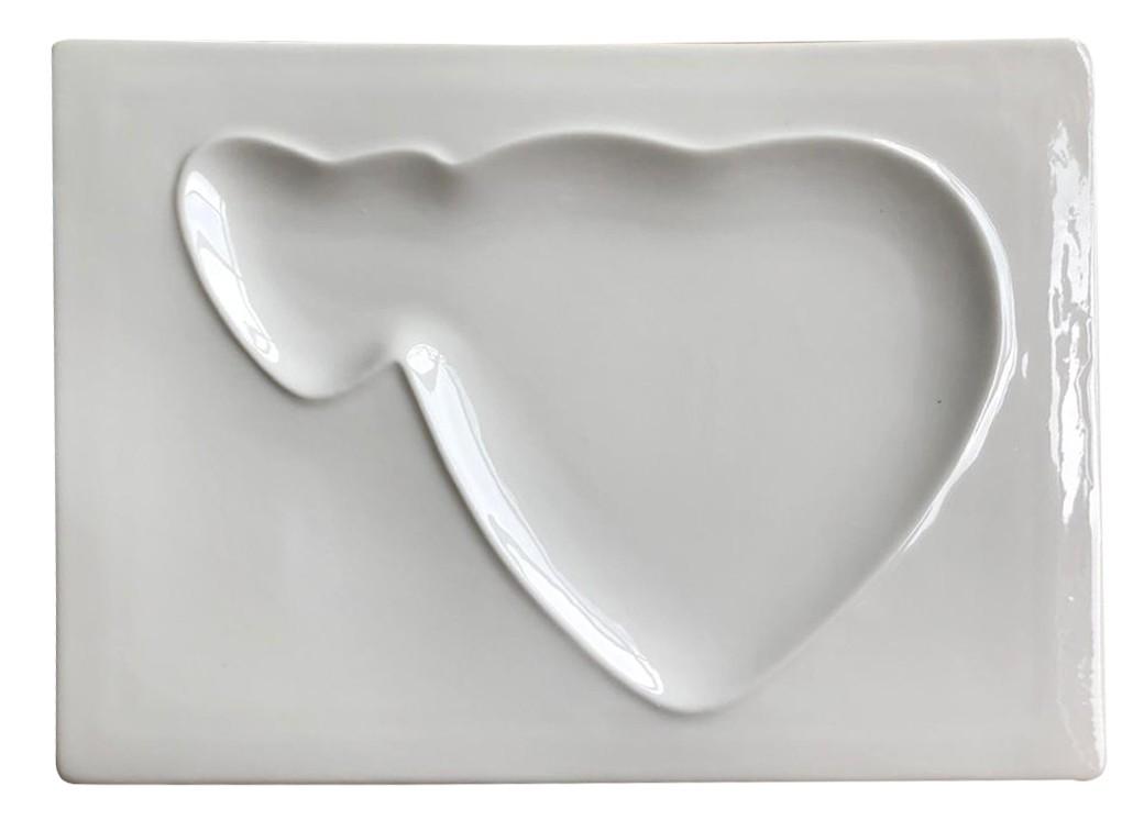 Prato decorativo raso de cerâmica branca retangular G com contorno de coração - Cód. OC411