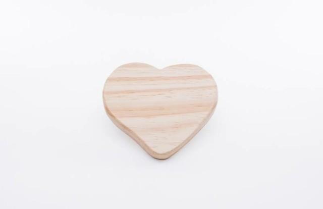 Tábua de formato coração de pinus natural 22cm x 18cm - Cód 3286