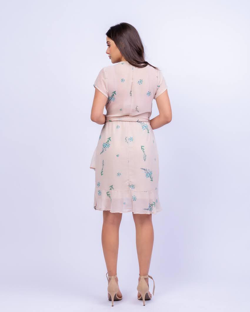 Vestido em Crepe Floral com Babados