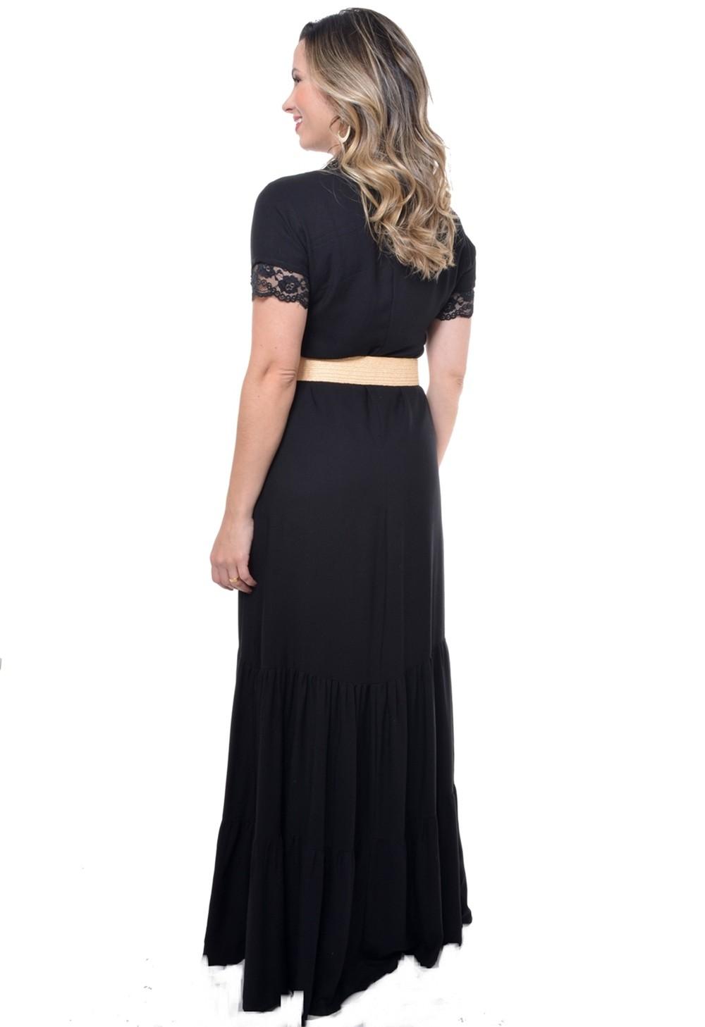 Vestido longo, modelam solta