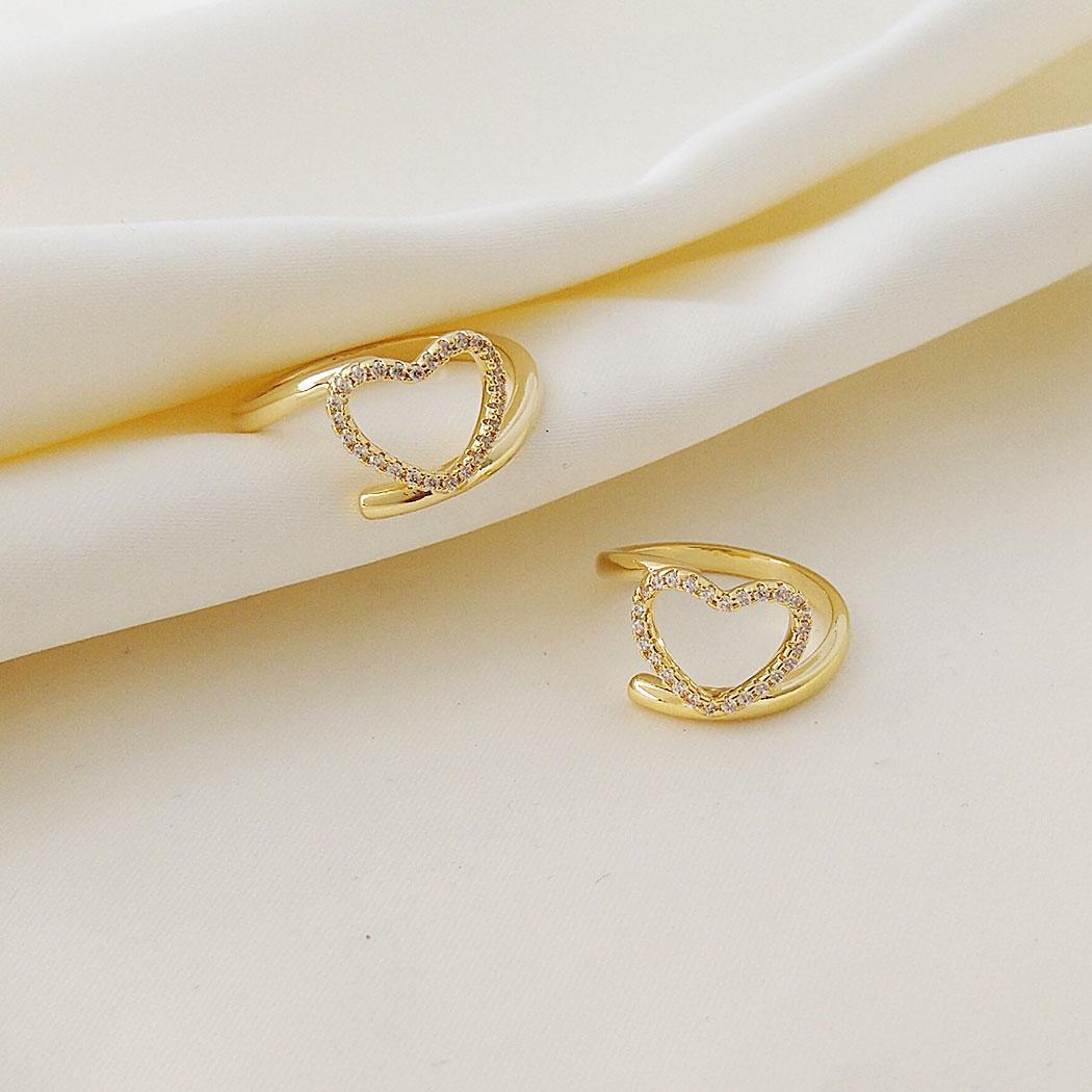 anel coração cravejado dourado