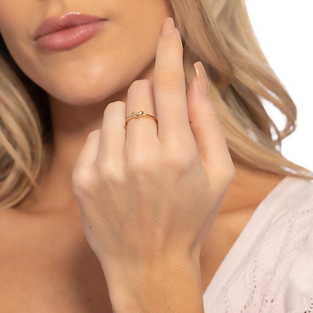 anel delicado coração liso dourado