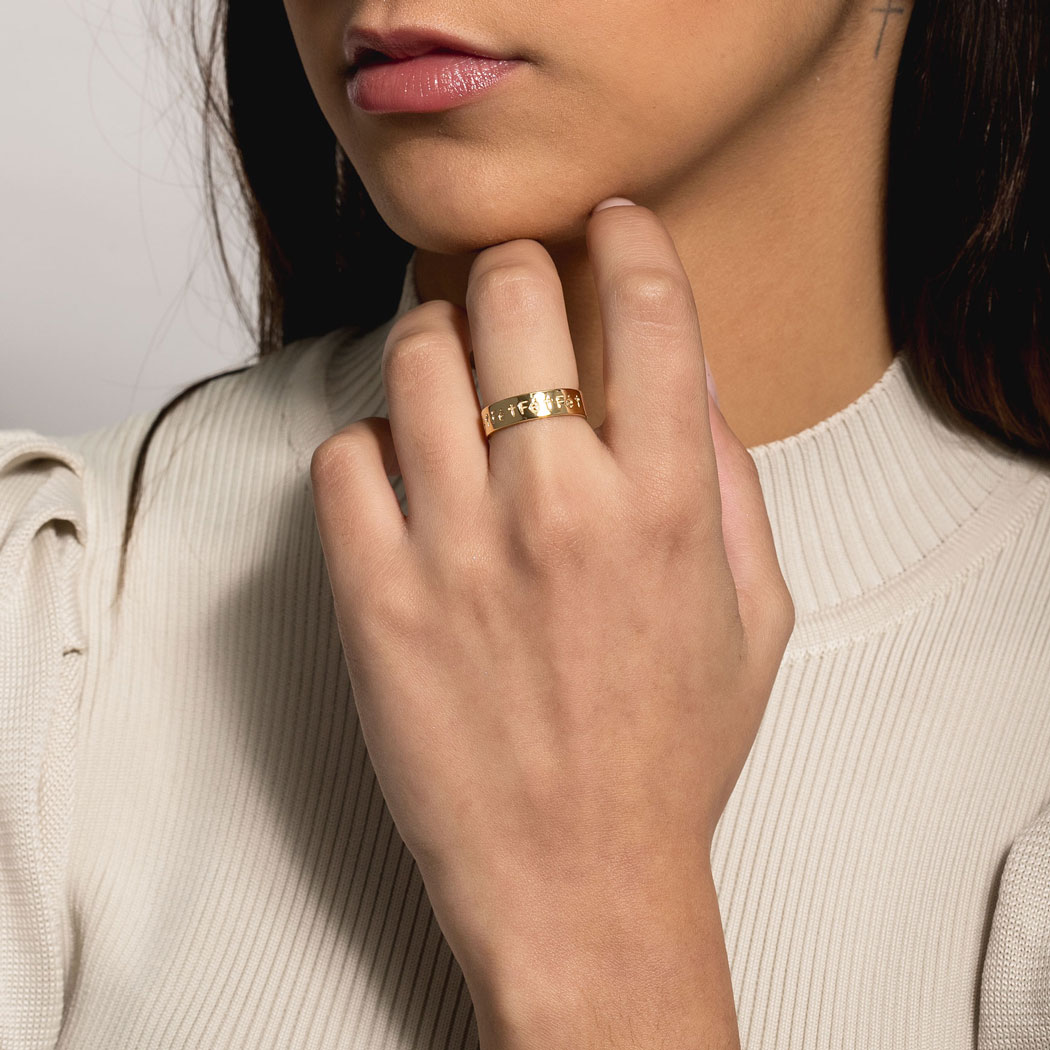 anel fé liso dourado