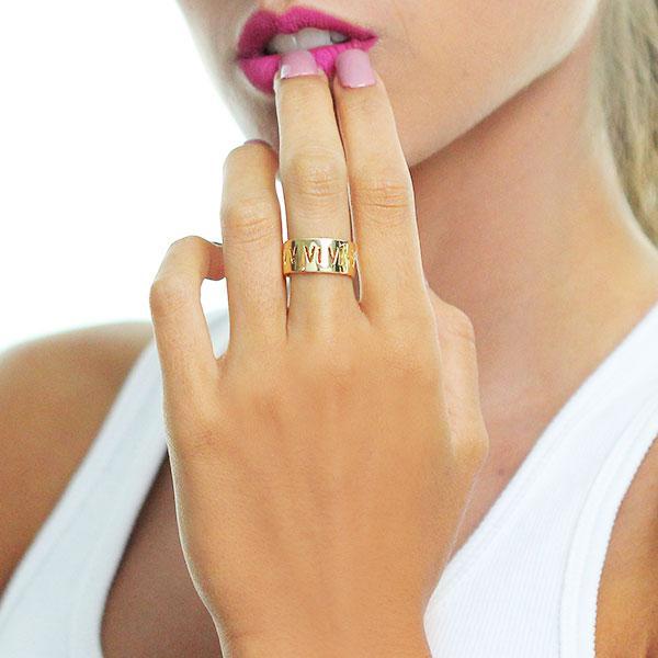 anel numerais romanos liso dourado