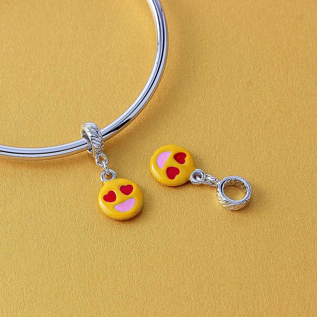 berloque emoji apaixonado amarelo