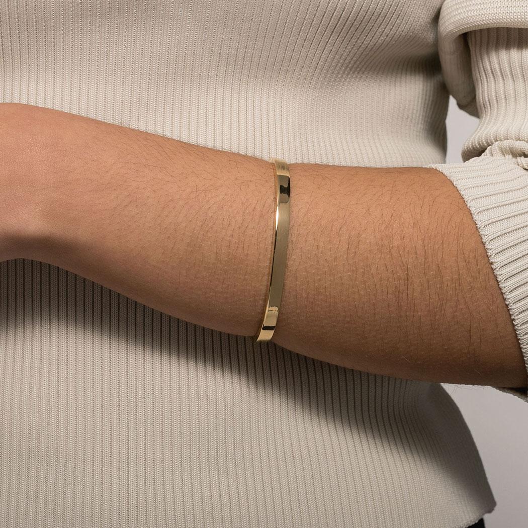 bracelete rígido tubo retangular dourado