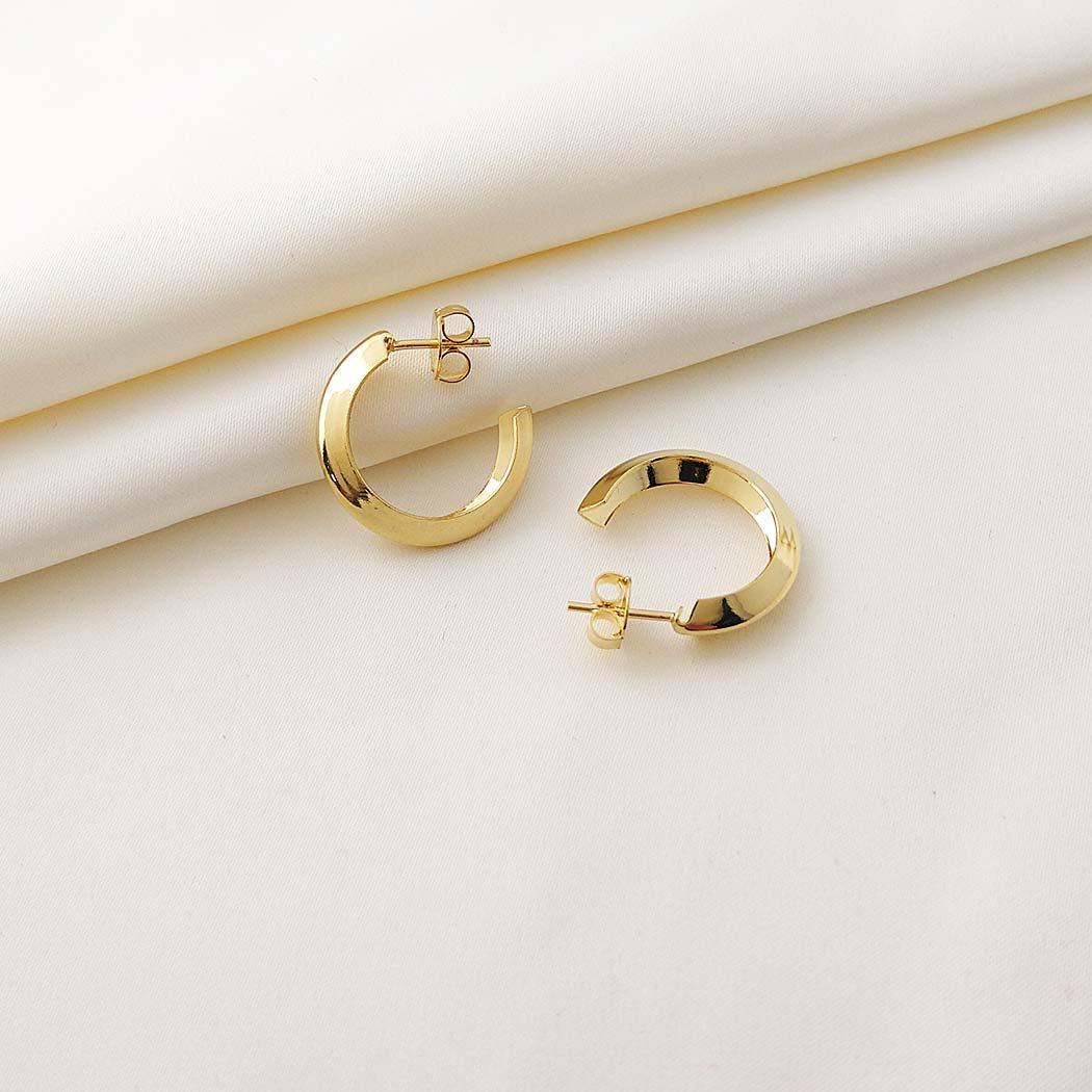 brinco argola tubo V 22 mm dourado