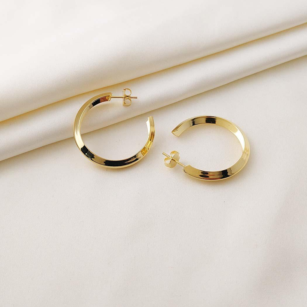 brinco argola tubo V 32 mm dourado