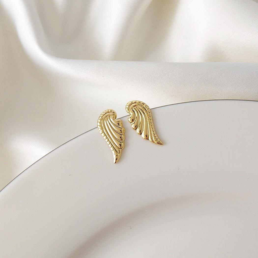 brinco asas pequeno dourado