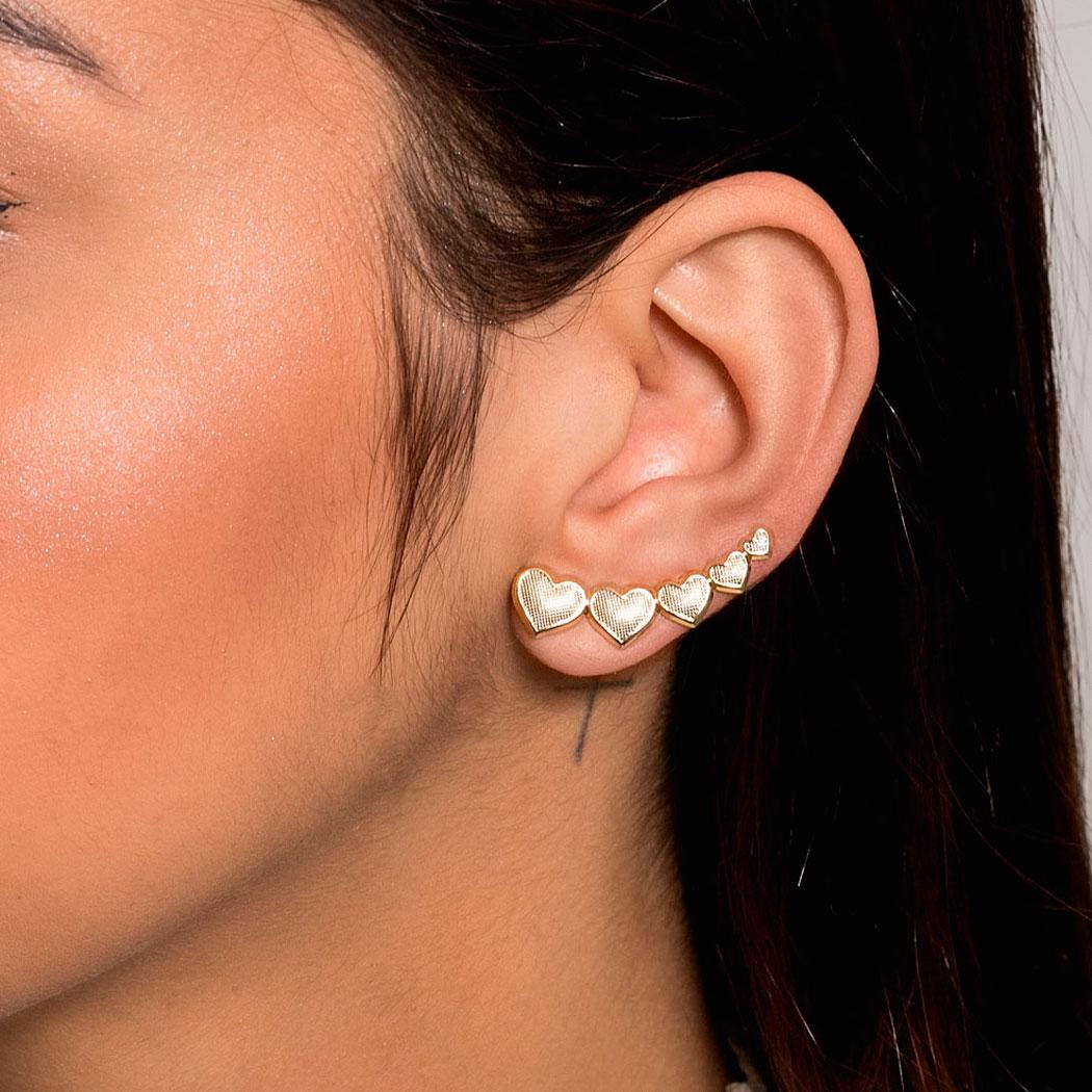 brinco ear cuff corações textura dourado