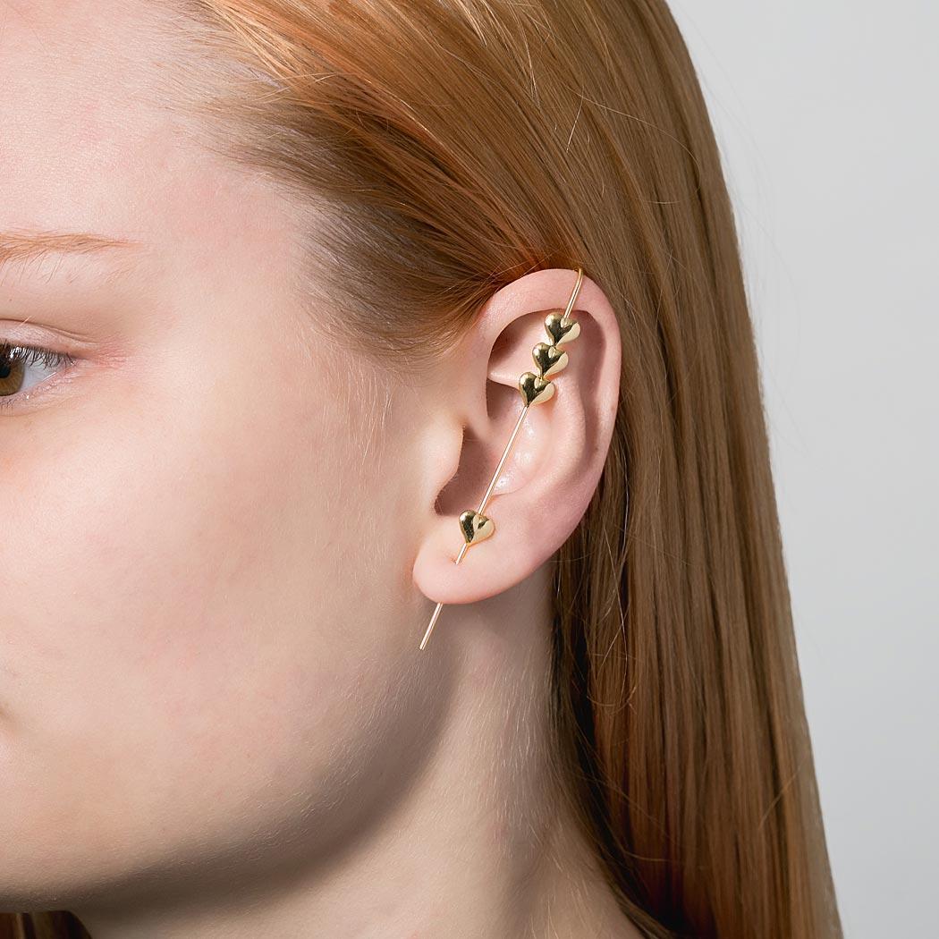 brinco ear pin corações dourado