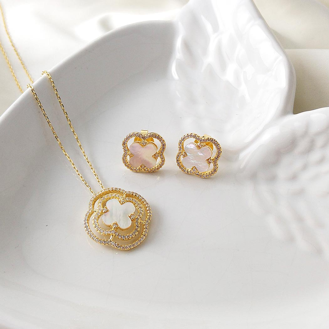 brinco flor madrepérola zircônias dourado