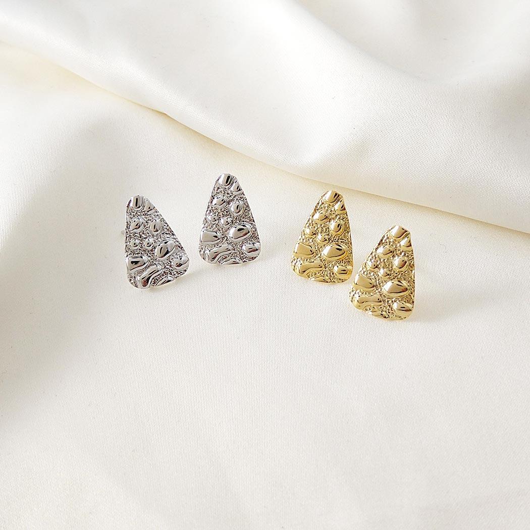 brinco formas triangulo dourado