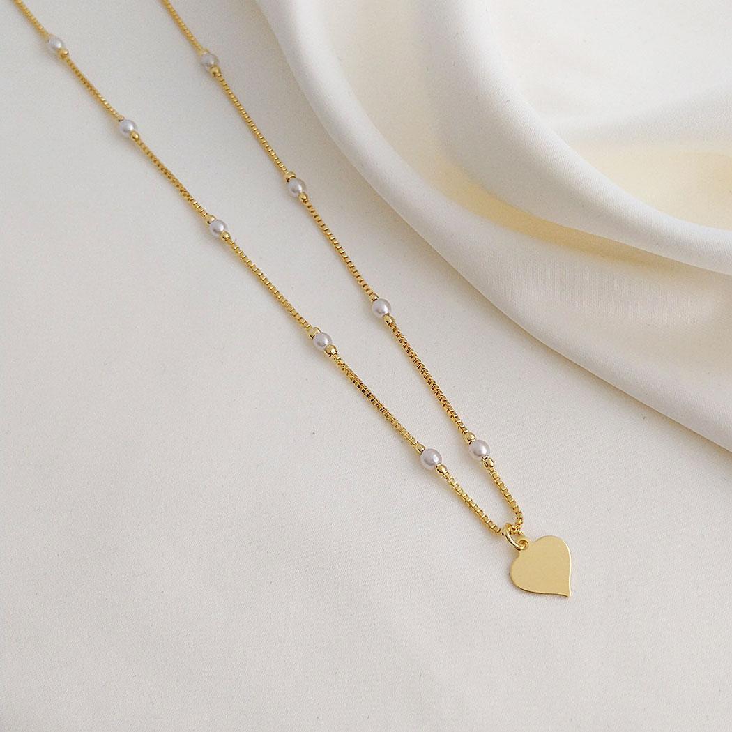 colar curto perolas coração semijoia dourado