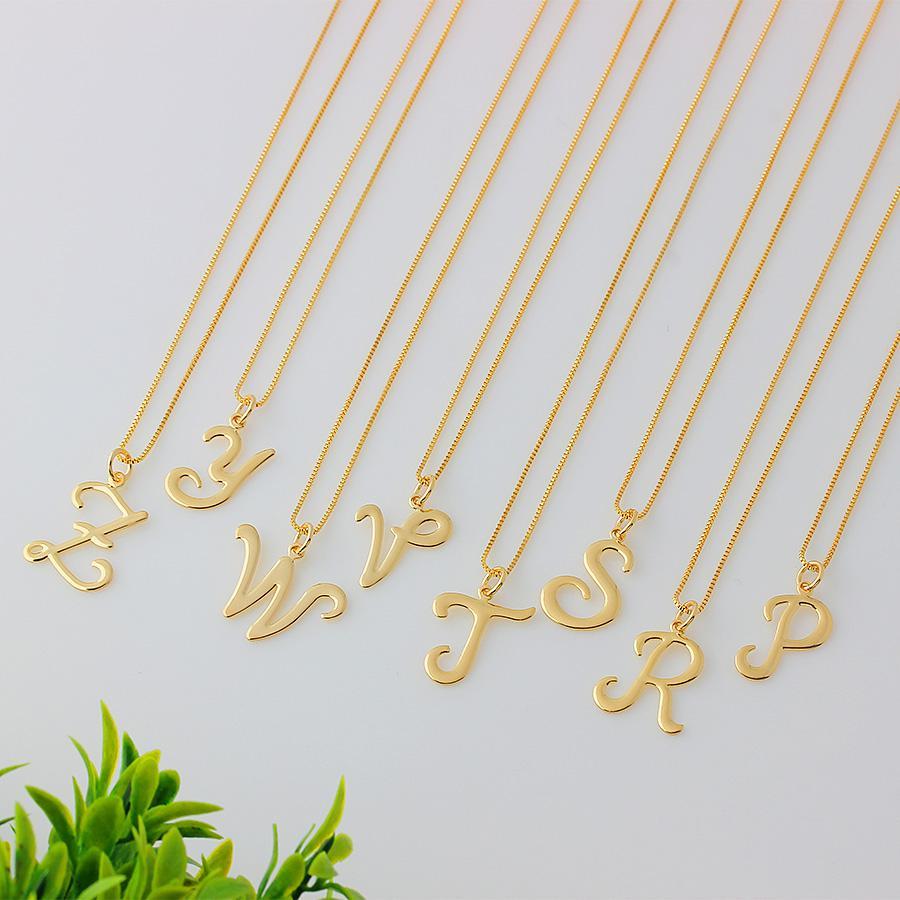 colar de letra manuscrita dourado