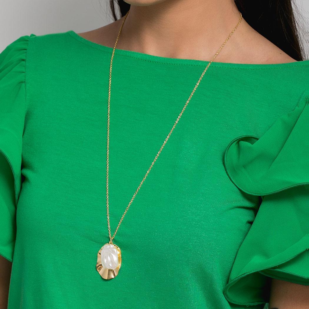 colar pérola barroca medalha oval dourado