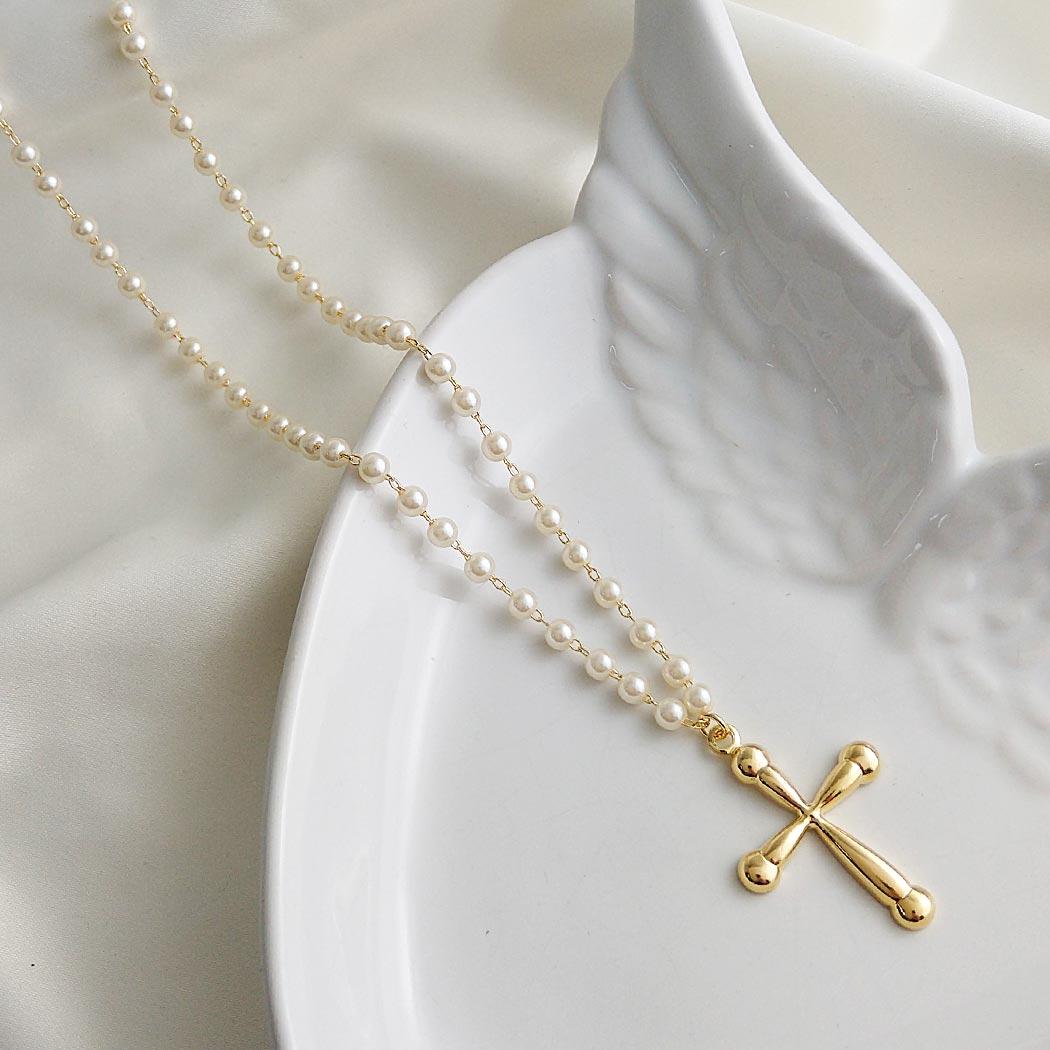 colar pérolas crucifixo dourado