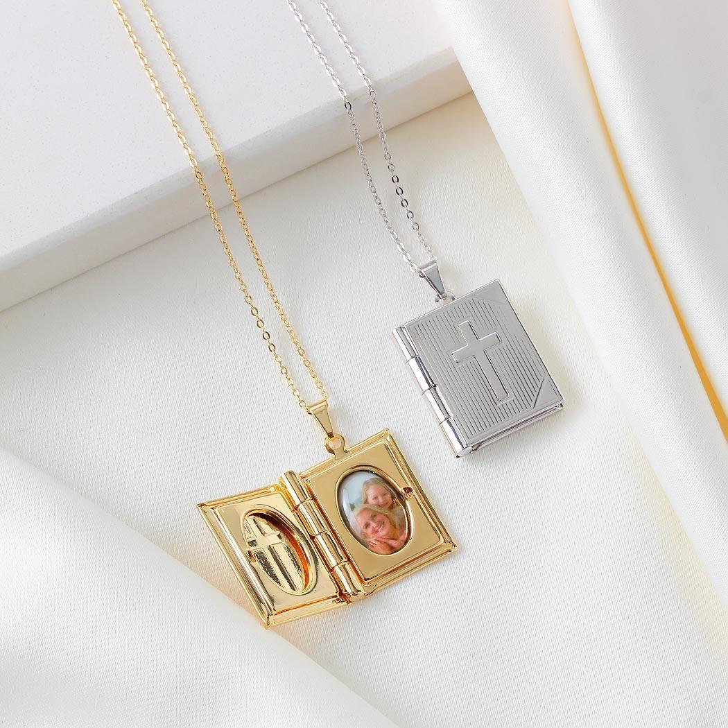 colar relicário foto bíblia crucifixo dourado