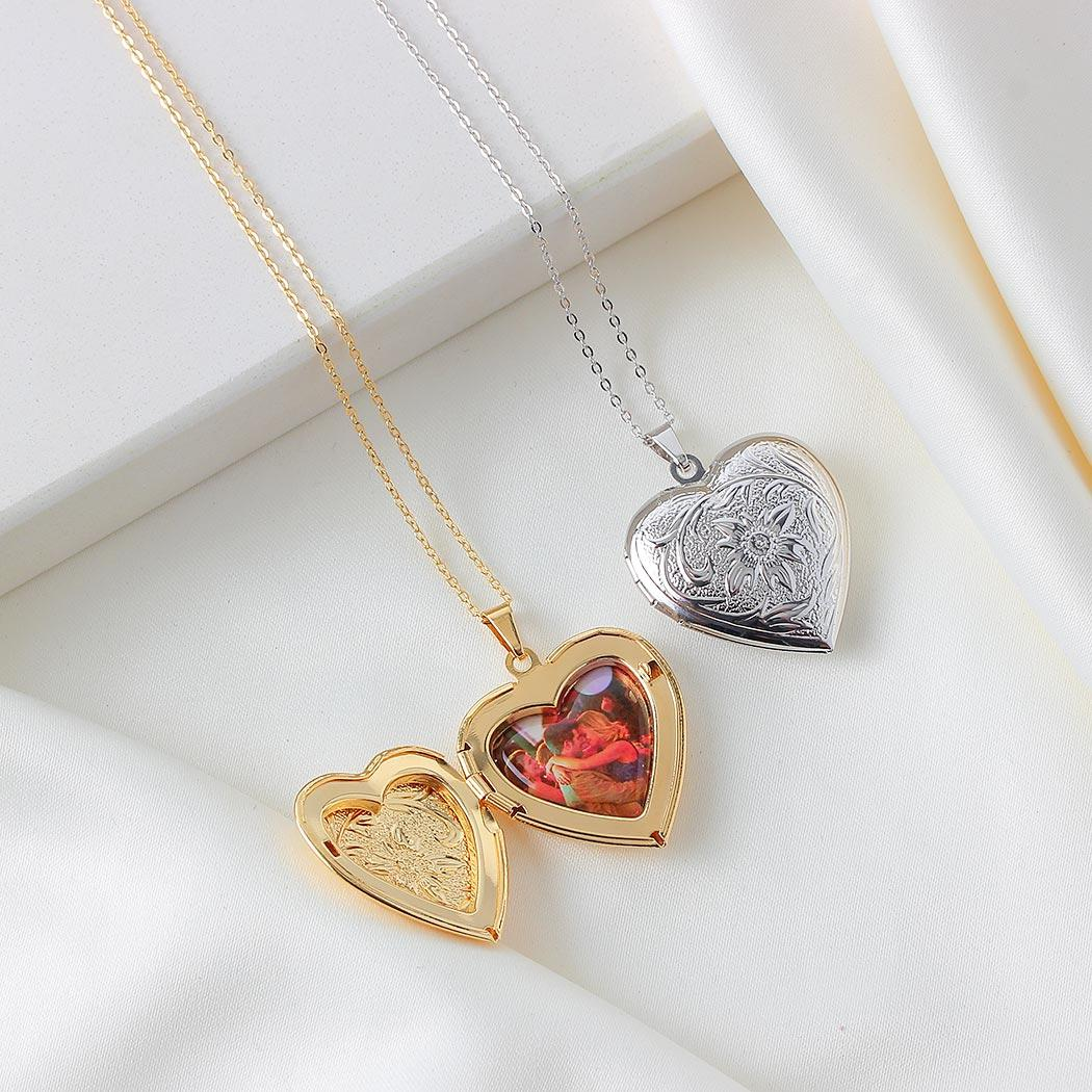 colar relicário foto coração grande arabescos ródio claro