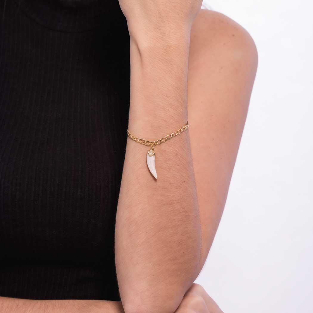 pulseira elos dente sabre marepérola dourado
