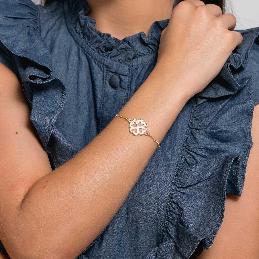 pulseira trevo madrepérola bolinhas dourada