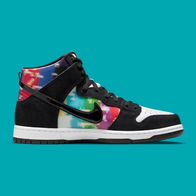 Tênis Nike SB Dunk High Pro