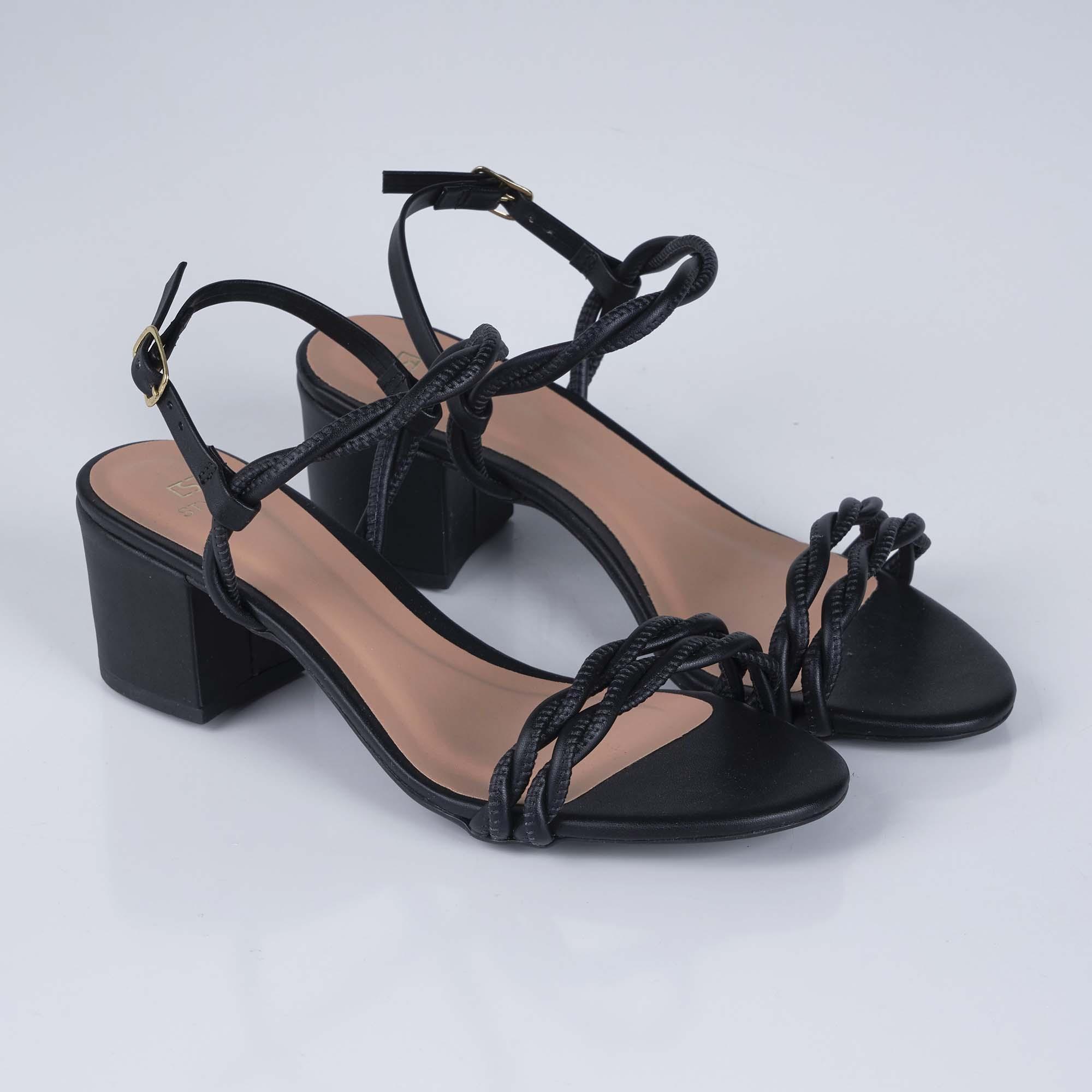 Sandália Salto Bloco com Tiras Trançadas