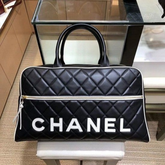 BOLSA CHANEL LOGO QUILITED BOWLING BAG