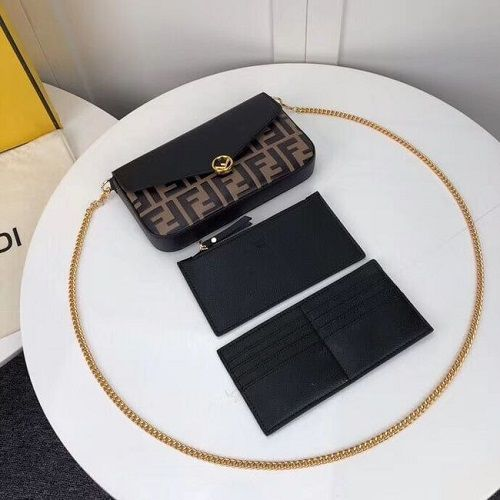 BOLSA FENDI ON CHAIN WITH POUCHES F0005