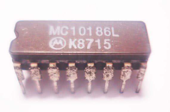 Circuito Integrado MC10186L Hex D MasterSlave FlipFlop Reset